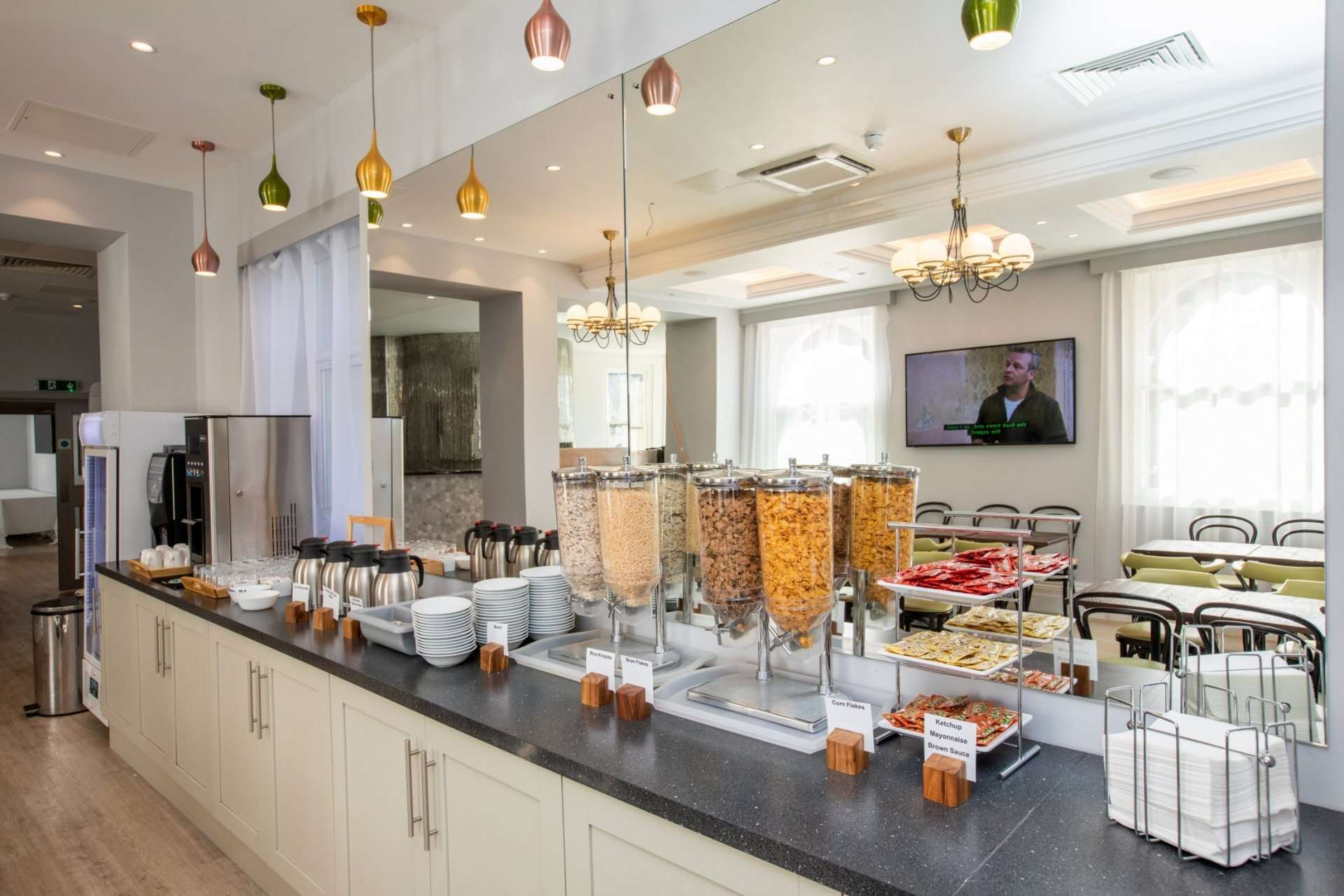 continental breakfast bar at Queens Crystal Palace Hotel